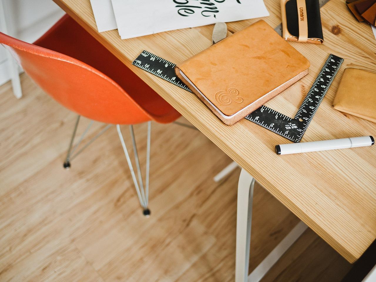 Jakie krzesło wybrać do biurka?